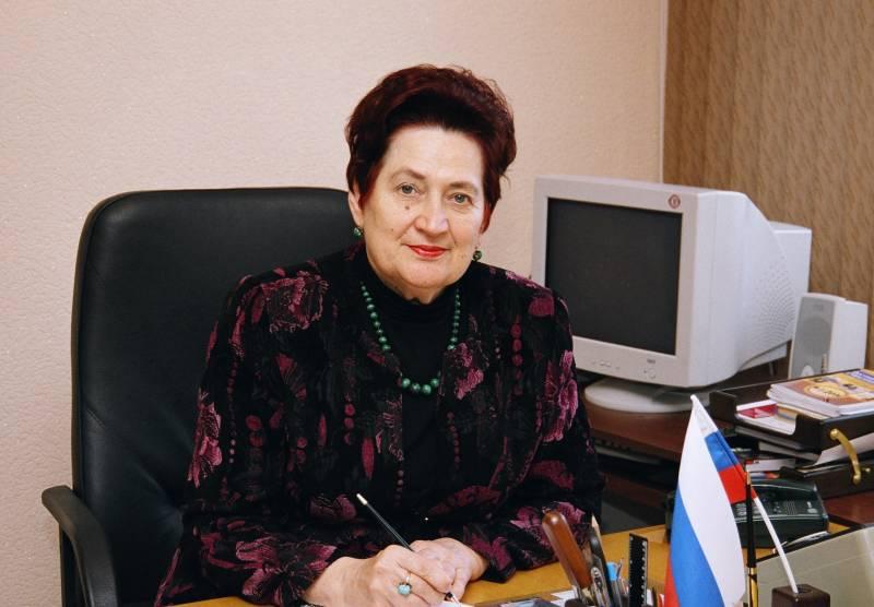 Л.Н. Копцева, директор гимназии № 79, Заслуженный учитель РФ