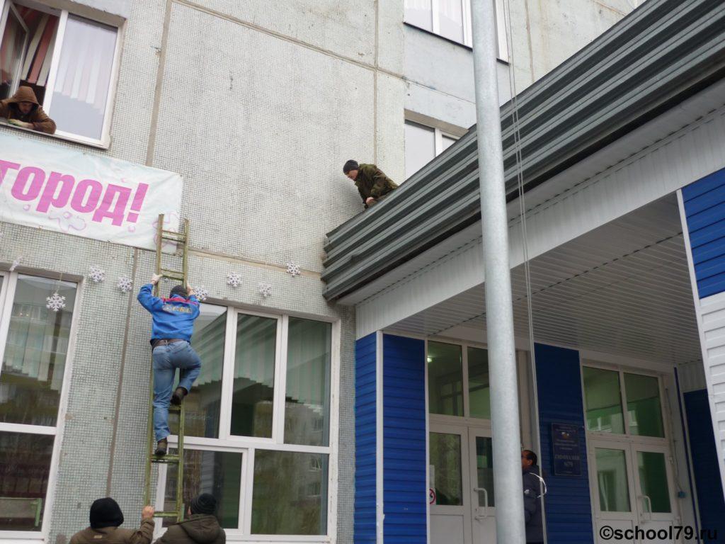 """""""Совет отцов"""": новогоднее оформление фасада гимназии"""